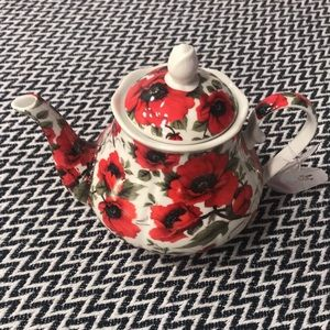 Red Poppies Teapot.